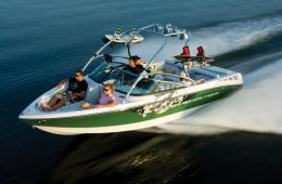 super-air-nautique-230-running-shot